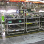 Система загрузки гравитационных стеллажей на производстве